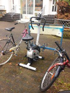 """Neuartige """"Outdoor-Spinning""""-Station (Bildquelle: Merkurpisst/Hannah Zepp)"""