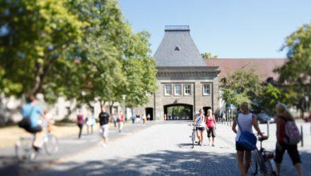 Haupteingang (Forum) des Uni-Campus Mainz